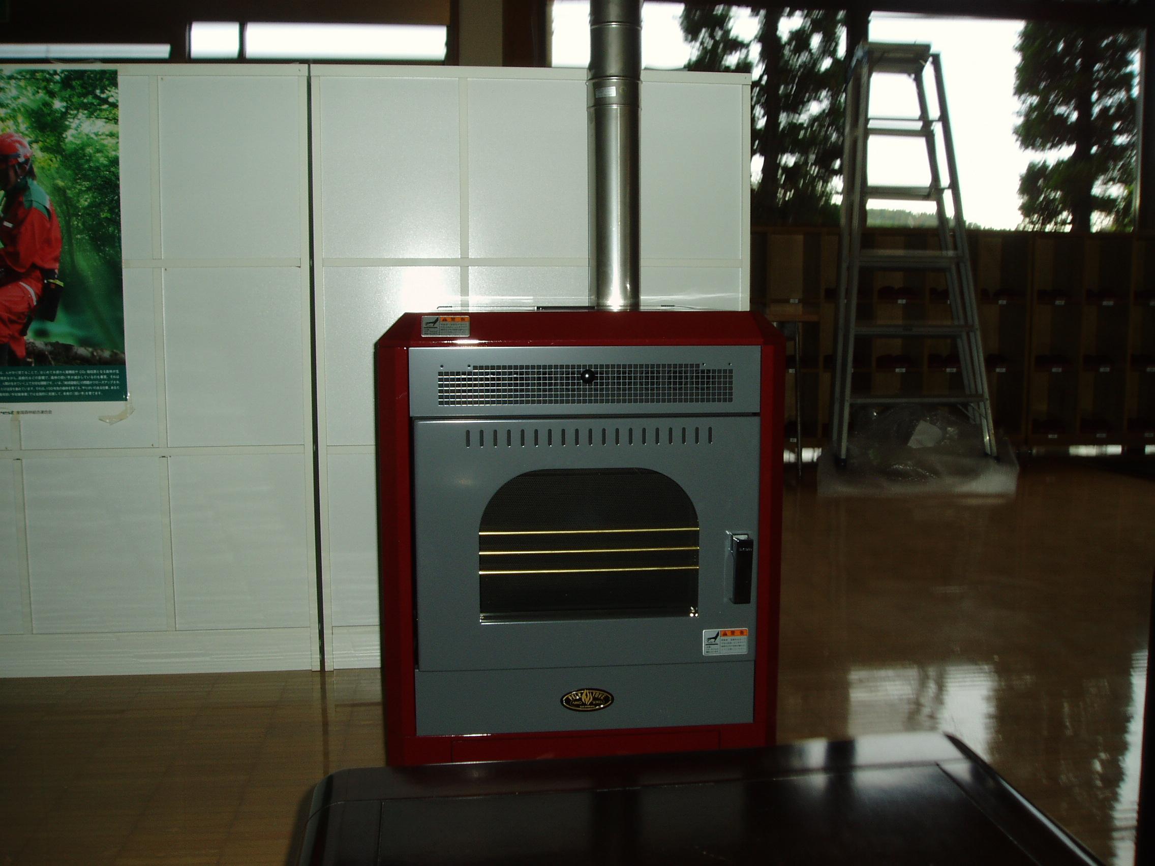 金沢森林組合本所にペレットストーブを設置しました。